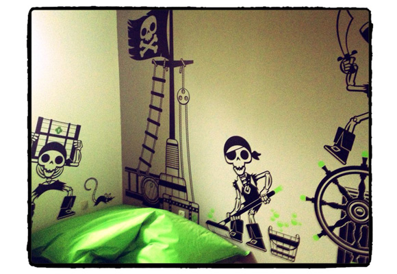 Chambre Garcon Theme Pirate : Awesome pirate theme eglue wall decals with chambre garcon