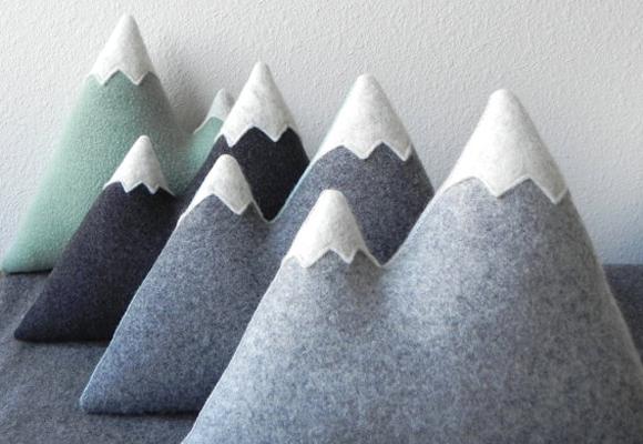 Coussins montagne en laine pour enfants par Three Bad Seeds