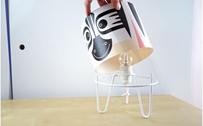 lampe enfant Minilum Zèbre, abat-jour bois et metal blanc