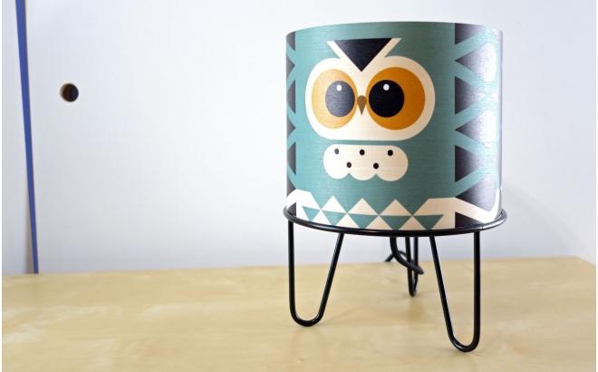 lámpara infantil Minilum Búho, madera y metal negro