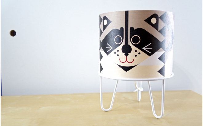 lámpara infantil Minilum Mapache, madera y metal blanco