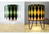 lámpara infantil con motivo geometrico, pantalla de madera y metal