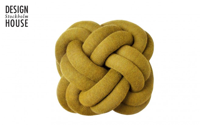 coussin knot jaune moutarde par Design House Stockholm