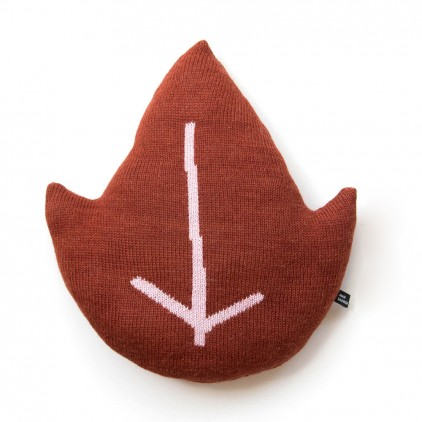 coussin feuille rouge pour enfants par Main Sauvage