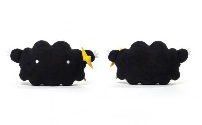 coussin peluche nuage bébé et enfants noir par Noodoll