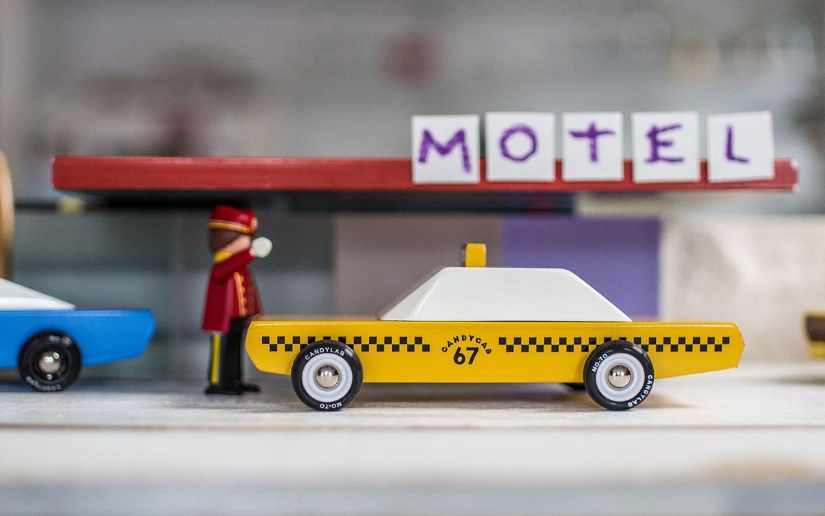 Candycab taxi amarillo de madera