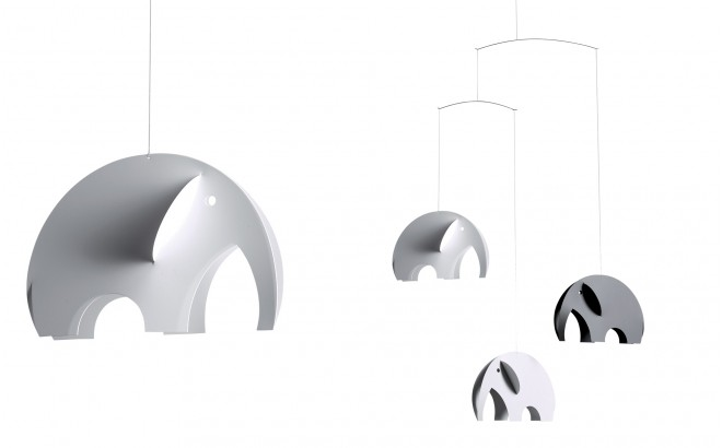 móvil elefante Flensted gris y blanco para habitación infantil