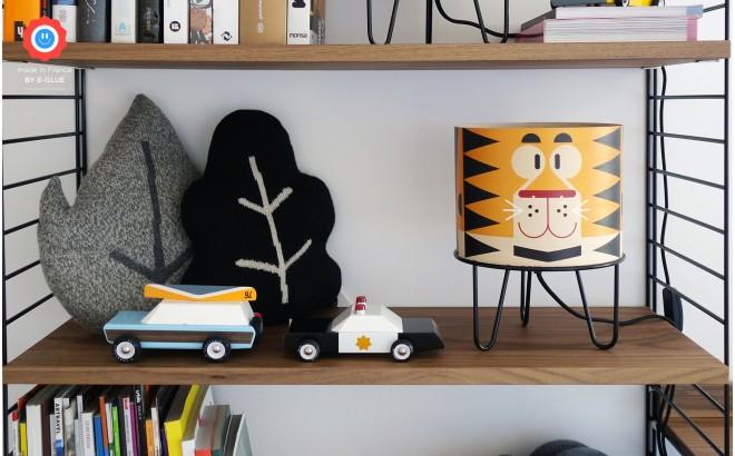 lámpara infantil Minilum Tigre, pantalla de madera y metal