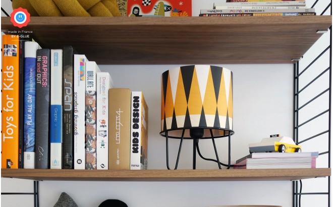 lámpara infantil Minilum, pantalla de madera motivos geometricos