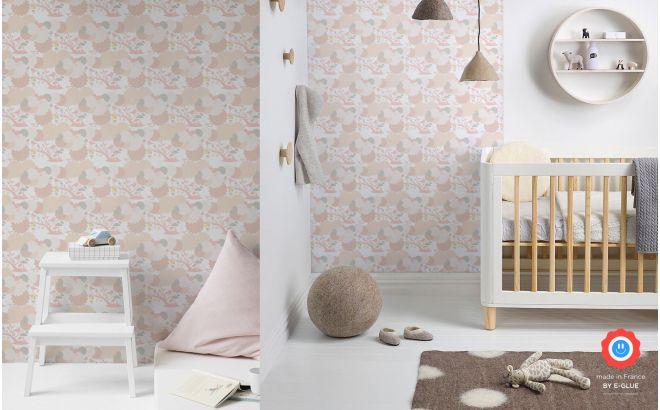 papel pintado infantil de pájaros y follaje rosa para habitación bebé o niña