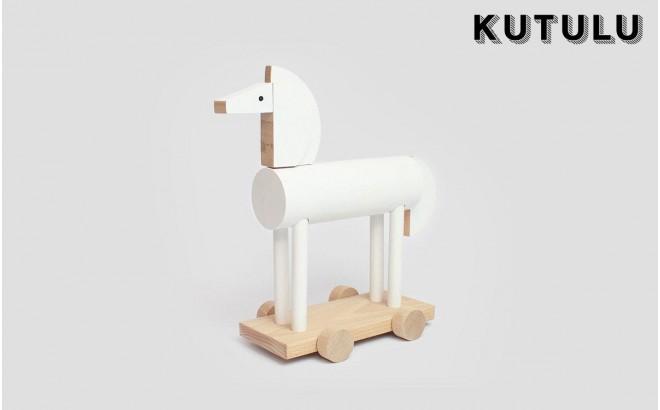 juguete caballo de madera blanco Ortus por Kutulu design