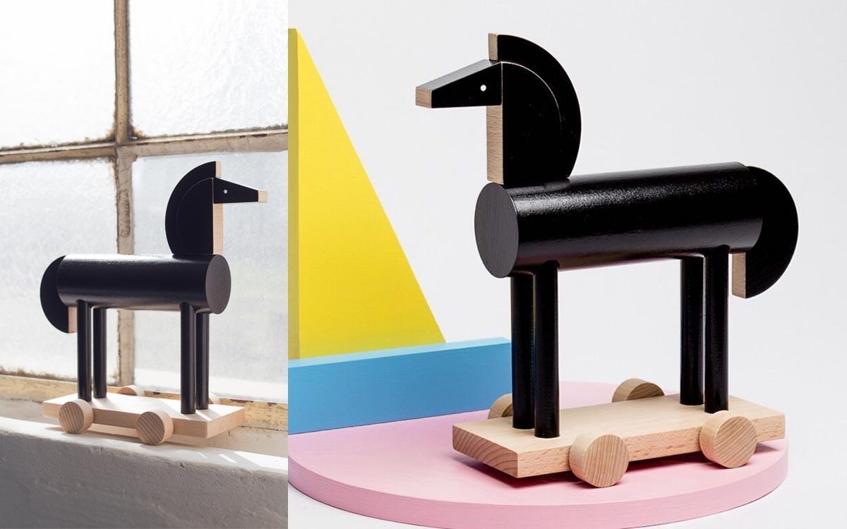 black wooden horse Noxus
