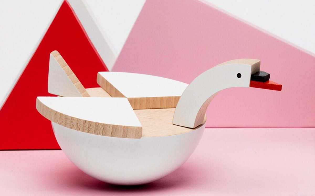 white wooden swan Labu