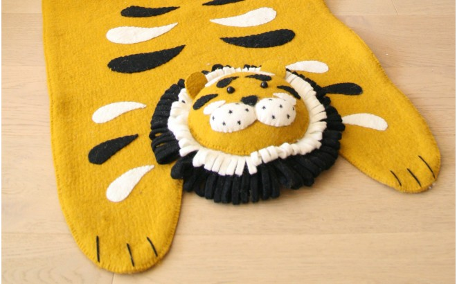 tapis tigre pour enfant en feutre par Fiona Walker