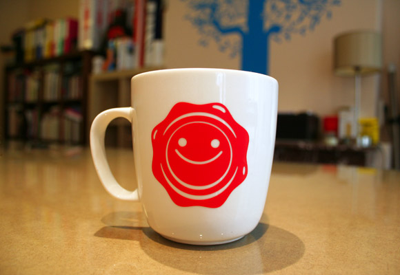 E-GLUE'S HAPPY MUG