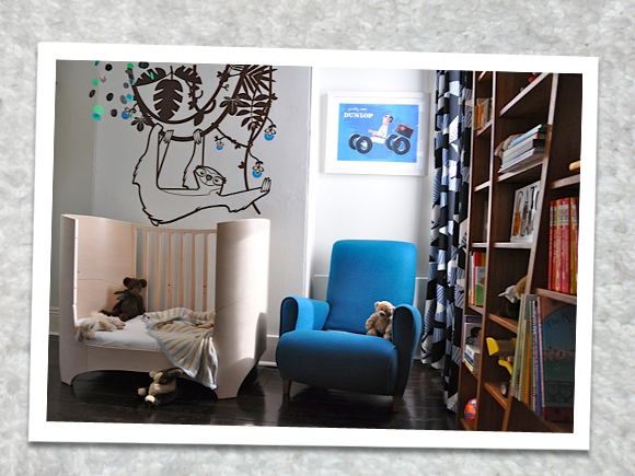 E-GLUE GIANT WALL DECALS, sloth wall decal for baby nursery - © photos : Kate Challis