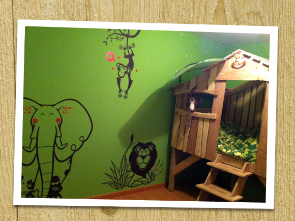 E-GLUE WALL STICKERS // lovely uma savannah themed pack of baby wall decals
