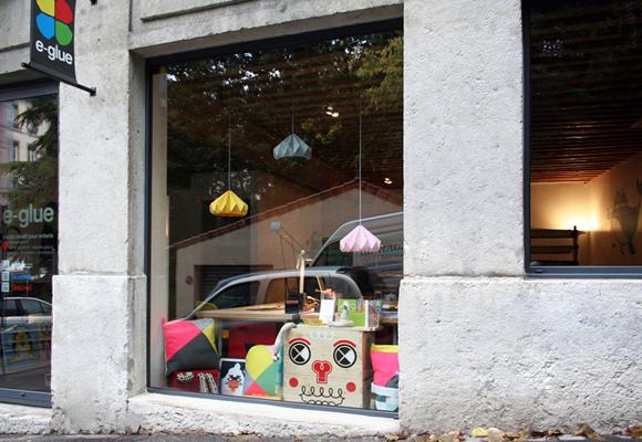 e-glue window display