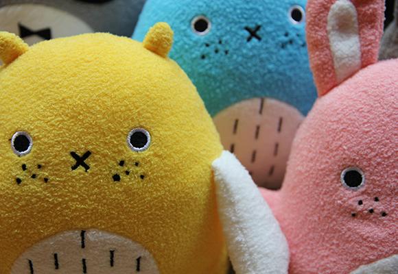 muñecos y cojines nubes para bebés y habitaciones infantiles por Noodoll