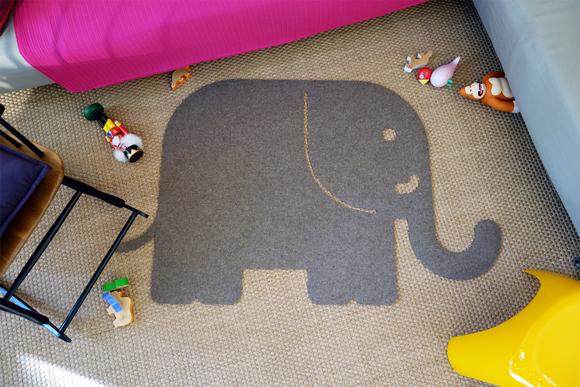 Alfombra elefante de fieltro para habitación bebé por E-Glue
