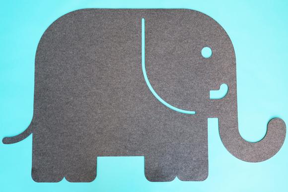 Alfombra elefante de fieltro para dormitorio bebé por E-Glue