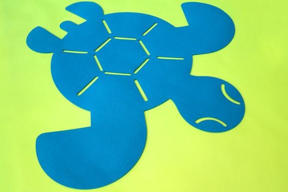Alfombra tortuga de fieltro para dormitorio bebé por E-Glue