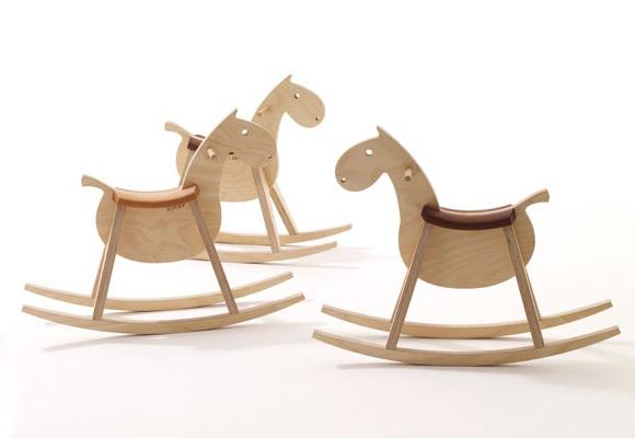 Mustang cheval bascule en bois pour enfants now for kids by e glue - Cheval a bascule bois ...